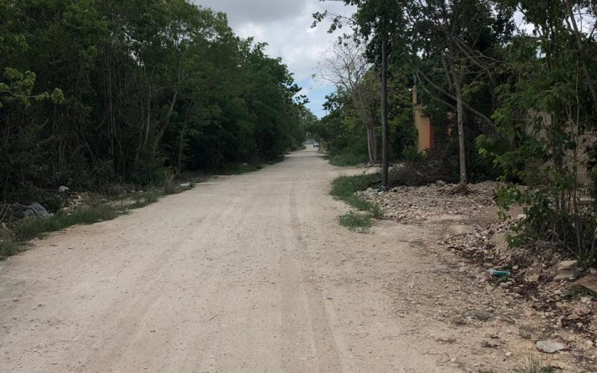 Terreno en venta entre av Huayacan y av Fonatur  col. Alamos