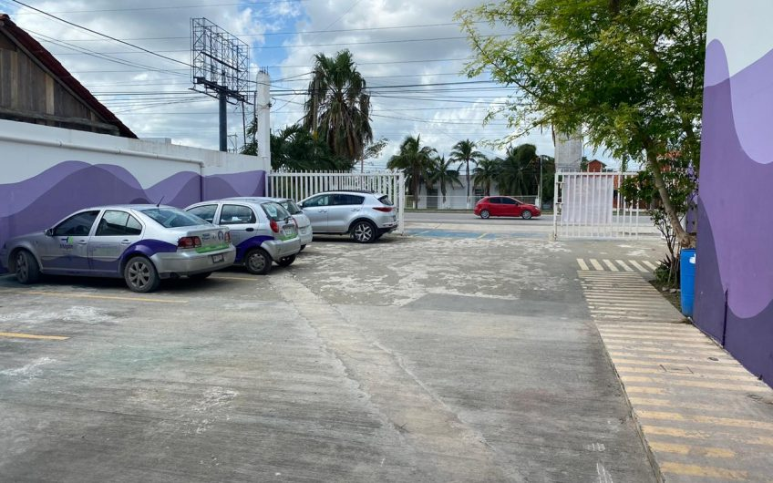 En Venta local con bodega y oficinas sobre Av. Colosio Cancún